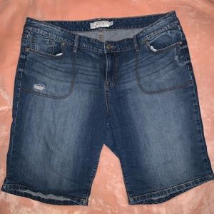 Torrid Distressed Bermuda Jean Shorts Size 24